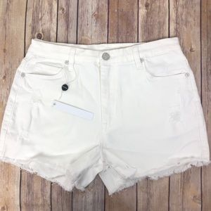BLANK NYC Wedge short | white Distressed cut-offs